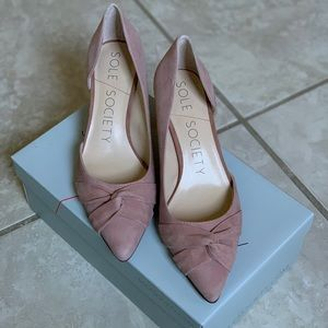 Lovely suede d'orsay knotted pumps!